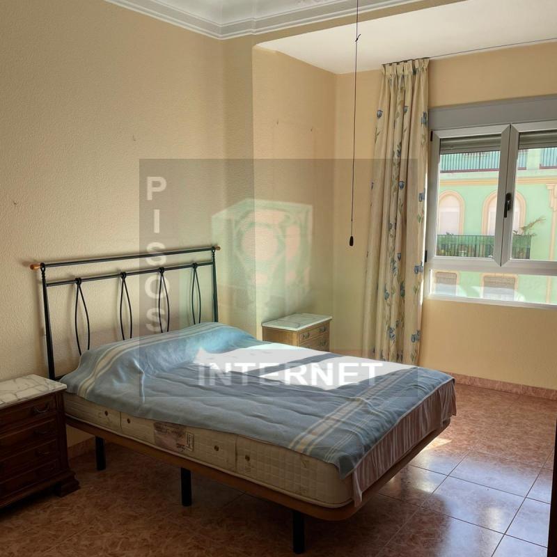 Alquiler de piso con muebles de 4 dormitorios