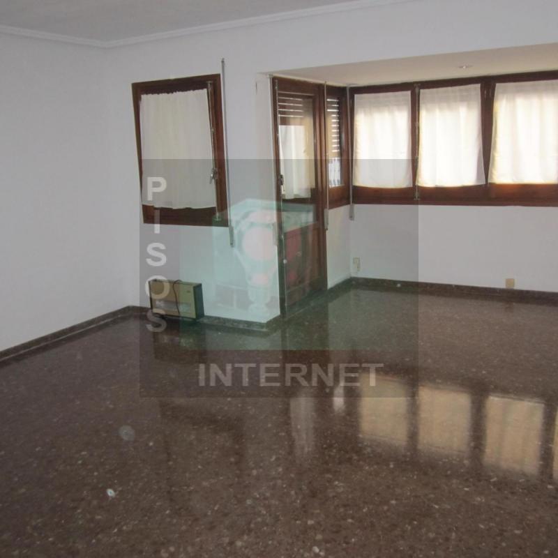 Alquiler de piso en El Example