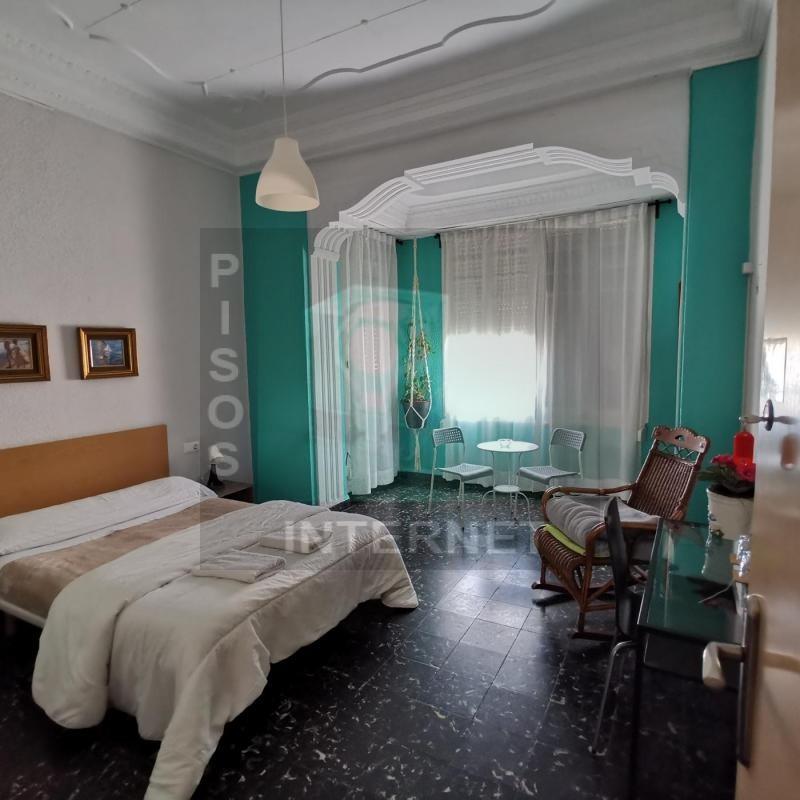 Alquiler de piso reformado con cinco dormitorios